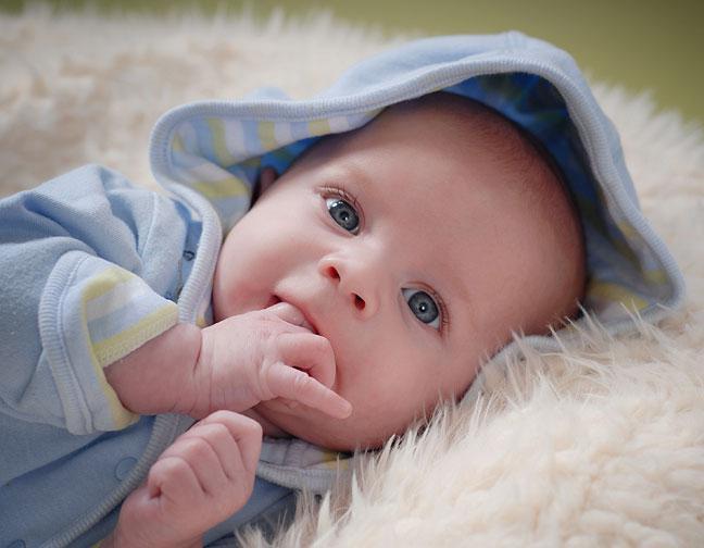 Естественно, что в 1,5 месяца малыш меняется не только внешне.